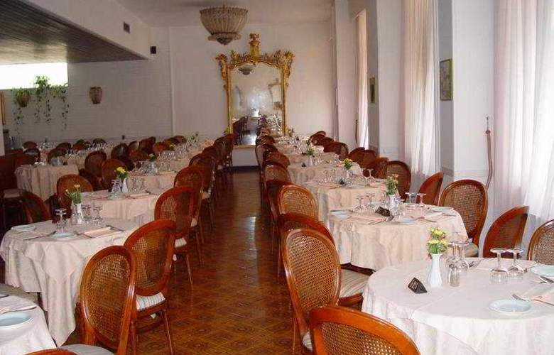 Carlton International - Restaurant - 0