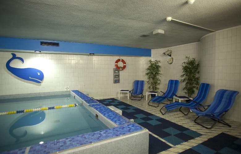 Holiday Inn Lugano Centre - Pool - 23