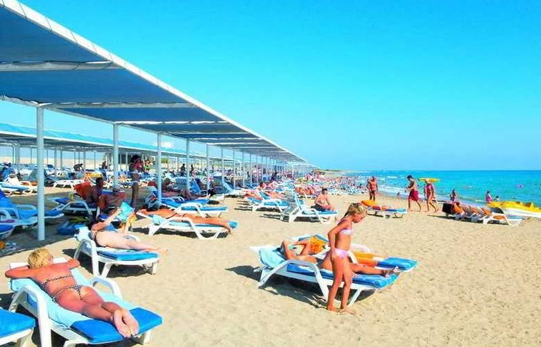Crystal Admiral Resort Suits&Spa - Beach - 6