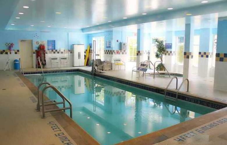 Hilton Garden Inn Staten Island - Hotel - 8