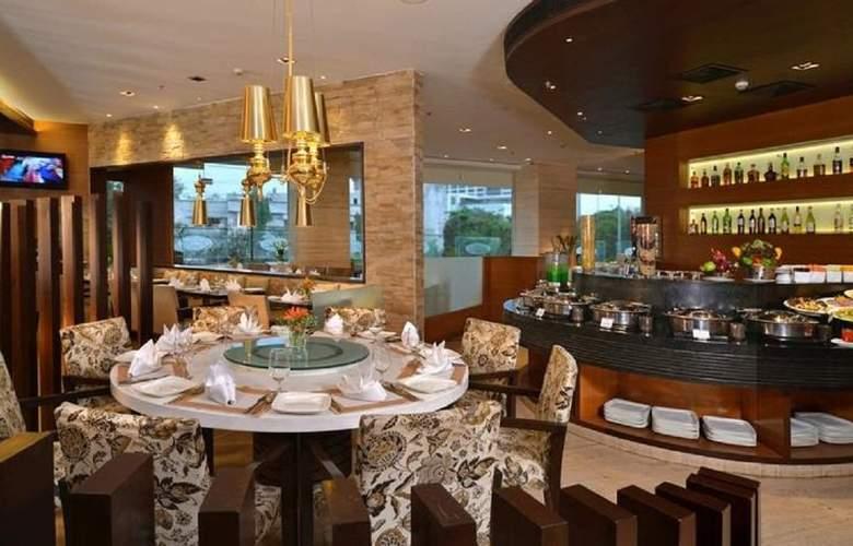 Majestic Court Sarovar Portico - Restaurant - 7
