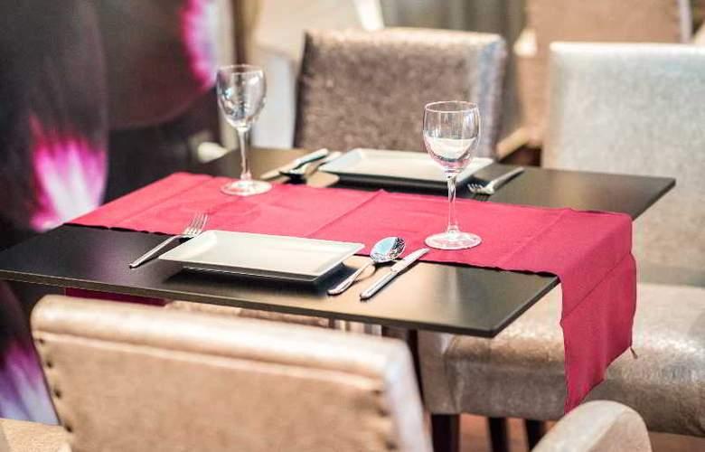 Phoenix - Restaurant - 26