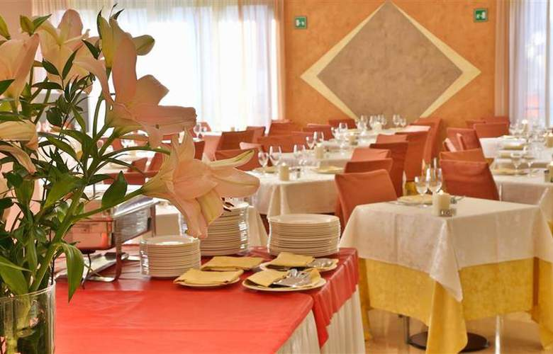 Best Western Cavalieri della Corona - Restaurant - 46
