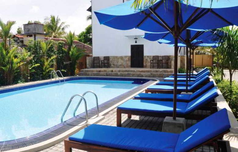 St. Lachlan Hotel & Suites - Pool - 11