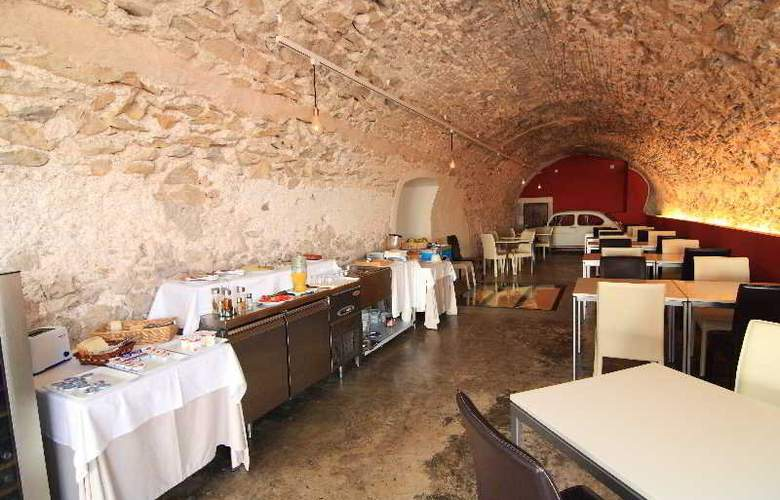 Petit Hotel Hostatgeria Sant Salvador - Restaurant - 5