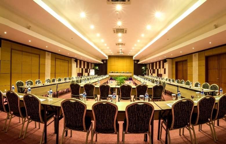 Quest Hotel Kuta Central Park - Conference - 12