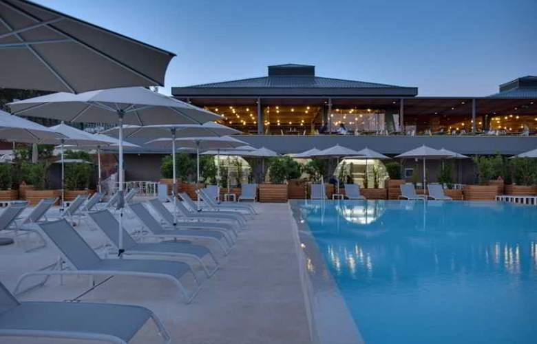 Amarin Resort Apartments - Pool - 14