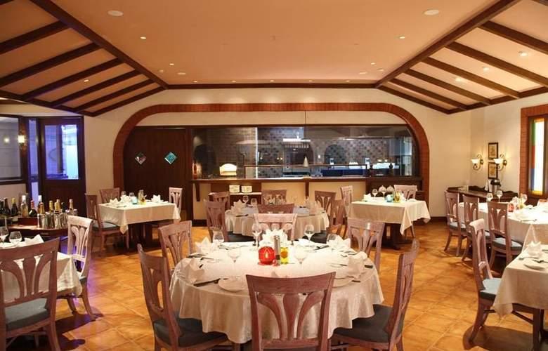 GRT Grand - Restaurant - 6