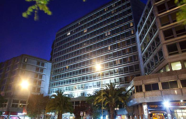 Courtyard Madrid Princesa - Hotel - 4