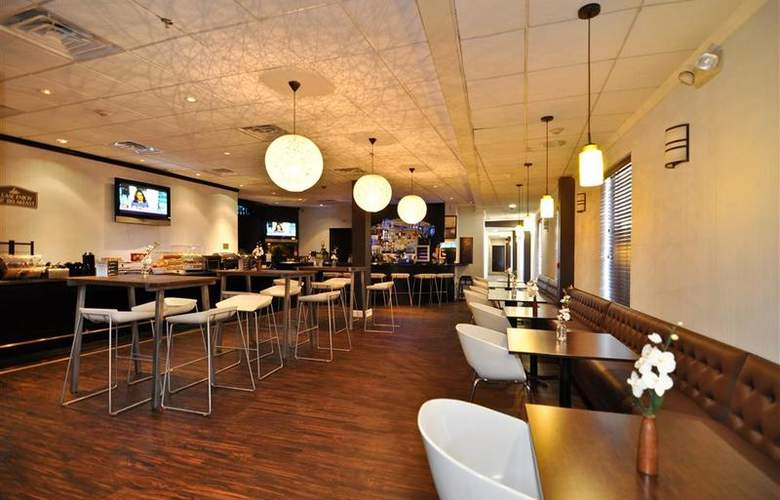 Best Western Plus Newark Airport West - Bar - 93