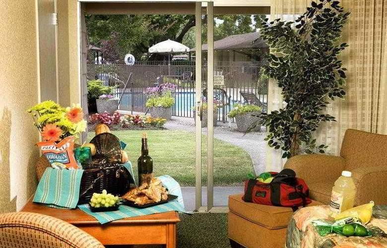 Best Western Plus Garden Inn - Hotel - 6