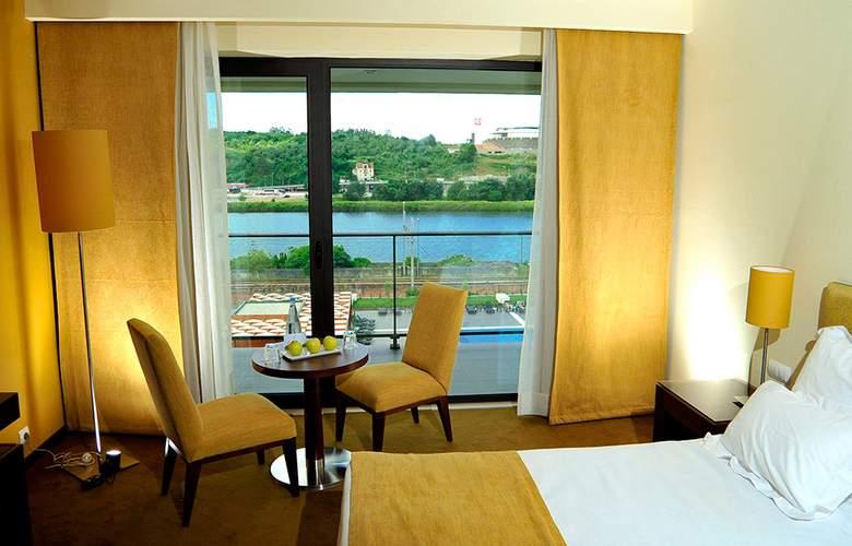 Vila Gale Coimbra - Room - 5