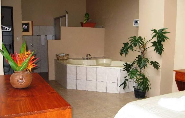 Las Colinas - Hotel - 4