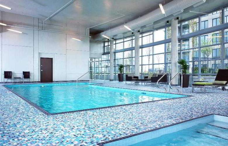 The Westin Wall Centre Vancouver Airport - Pool - 25