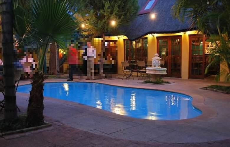 Makalani Hotel - Pool - 8