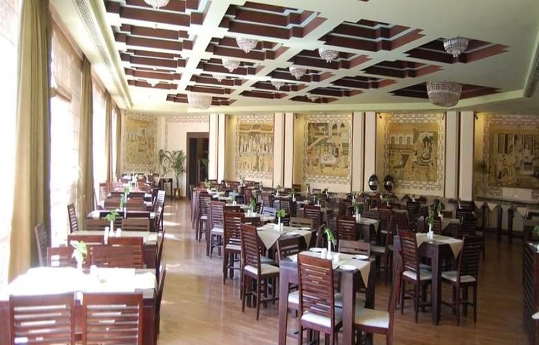 Clarks Amer - Restaurant - 13