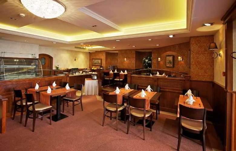 Gold Buda - Restaurant - 57