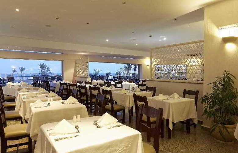 The Three Corners Equinox Beach Resort - Restaurant - 30