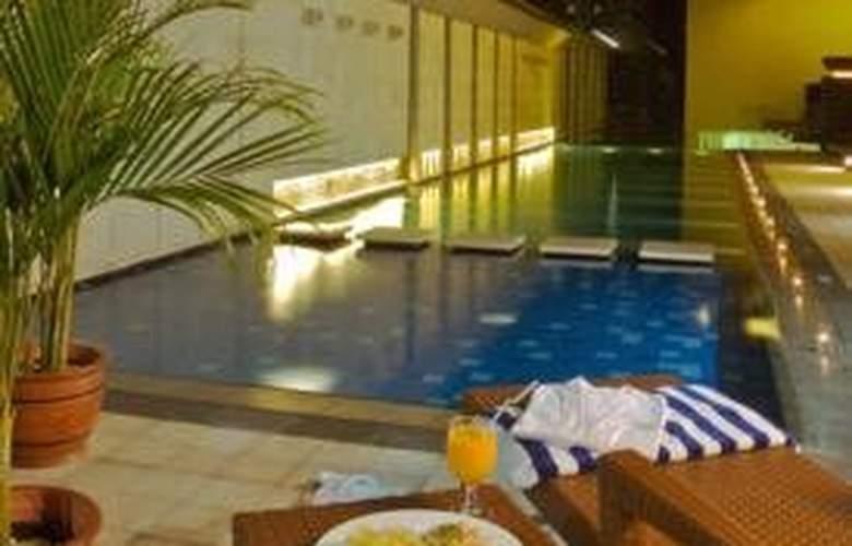 Novotel Bandung - Pool - 3