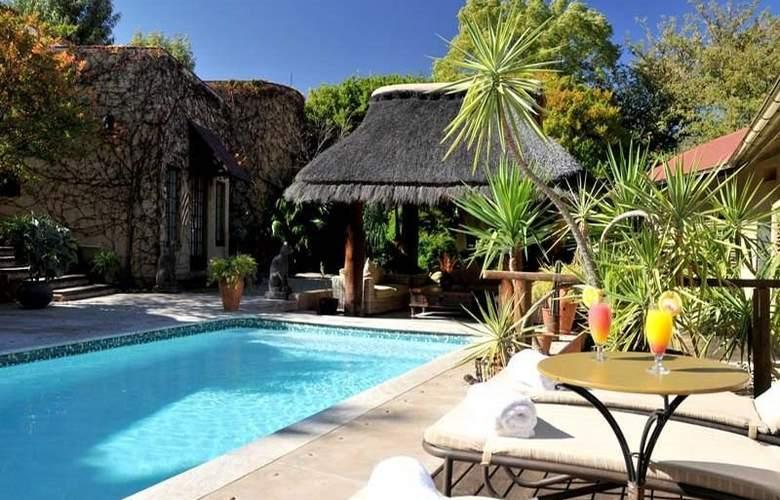 Villa Verdi Guesthouse - Pool - 6