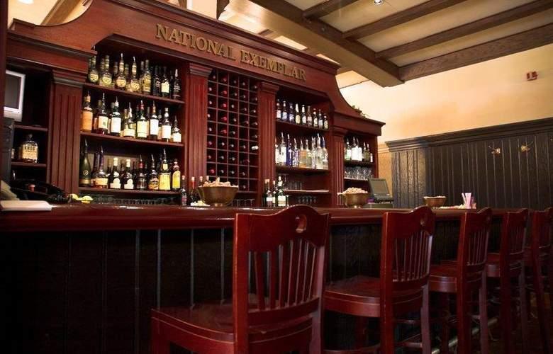 Best Western Premier Mariemont Inn - Restaurant - 42