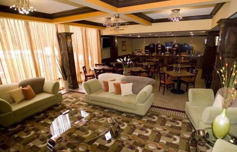 Holiday Inn Express Washington DC East-Andrews AFB - Bar - 5