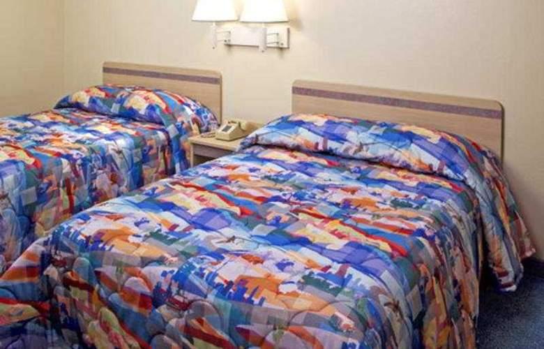 Motel 6 Fresno - Room - 2