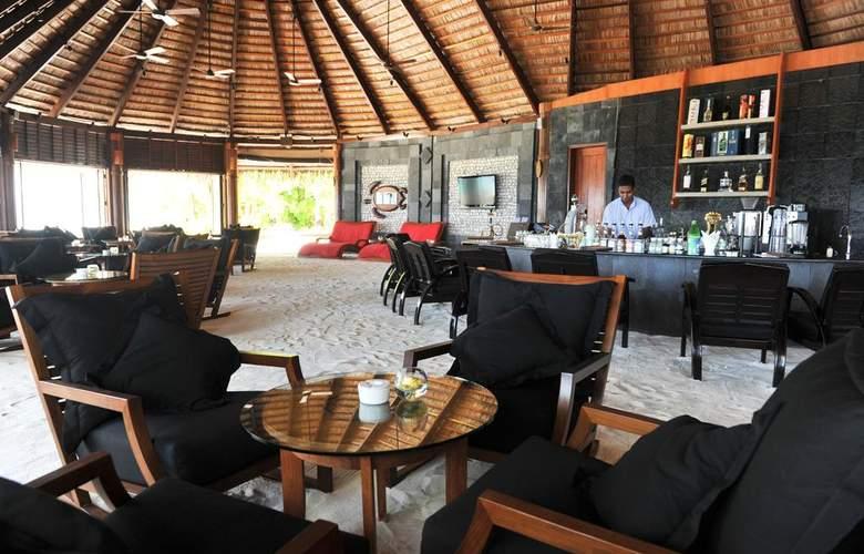 Komandoo Maldive Island Resort - Bar - 13
