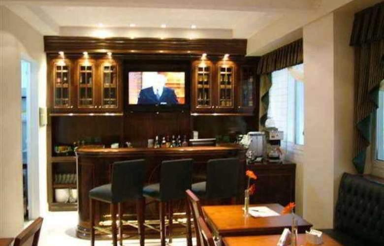 Chateau Blend Hotel - Bar - 8