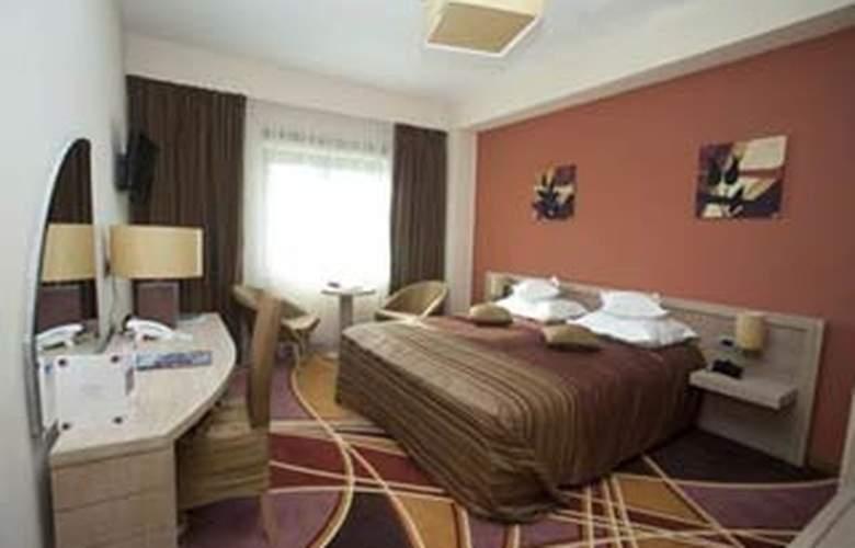 Plus Mari Vila Bucharest - Room - 1