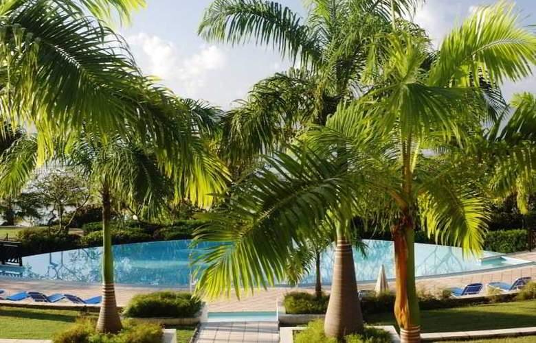 Pierre & Vacances Premium Les Tamarins - Pool - 5