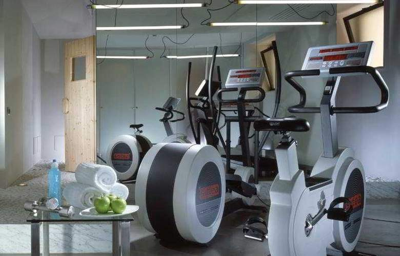 Art by the Spanish Steps - Sport - 10