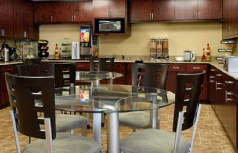 Baymont Inn & Suites Lafayette - Bar - 3