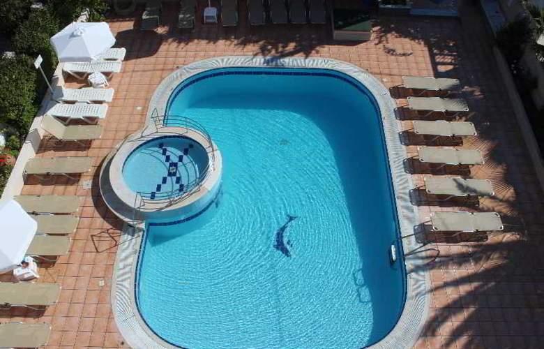 Elarin - Pool - 3