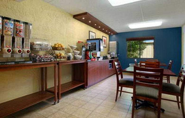 Stay Express Inn & Suites Houston Hobby Airport - Bar - 4