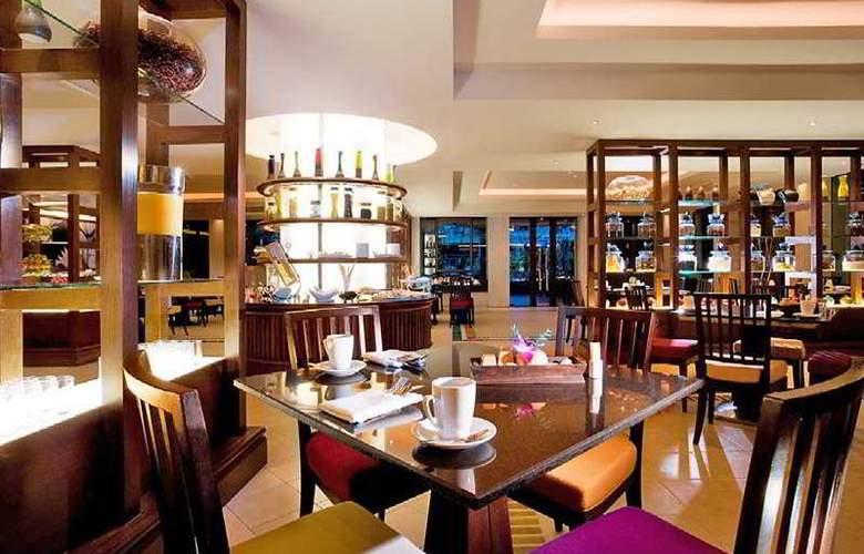 Mövenpick Resort & Spa Karon Beach Phuket - Bar - 5
