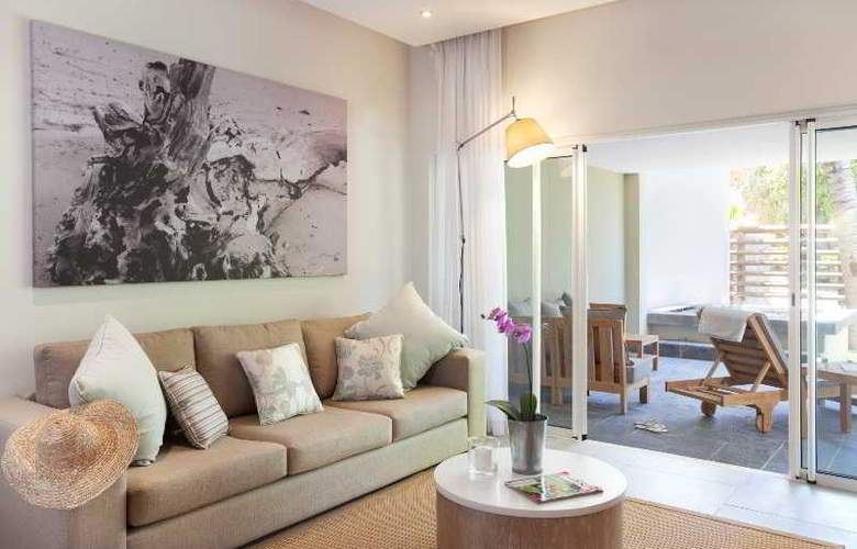 Cape Bay Luxury Beach Apartments By BARNES - Room - 13