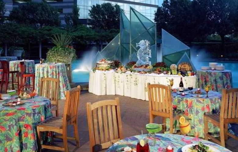 Hilton East Brunswick Hotel & Executive Meeting - Restaurant - 16