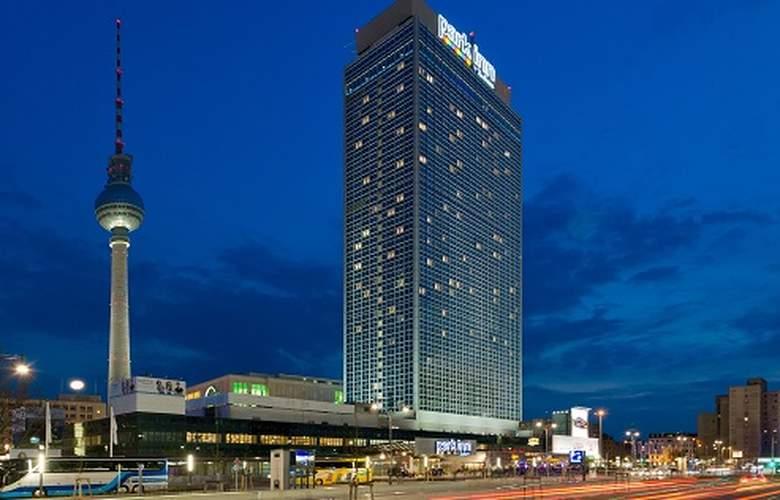 Park Inn by Radisson Berlin Alexanderplatz - Hotel - 0