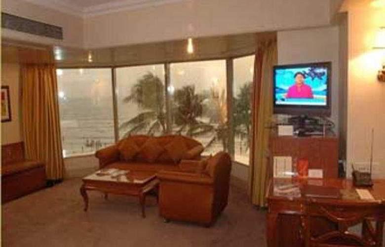 Ramada  Plaza Palm Grove - Hotel - 0