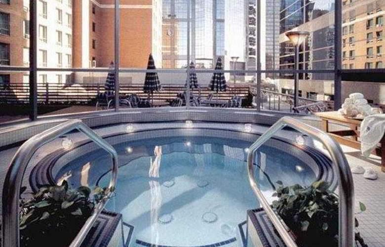 Sheraton Suites Calgary Eau Claire - Pool - 6