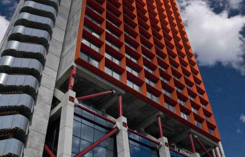 Hesperia Tower - Hotel - 0