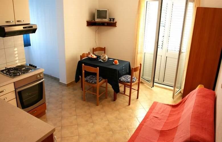 Apartmani Irena - Room - 2