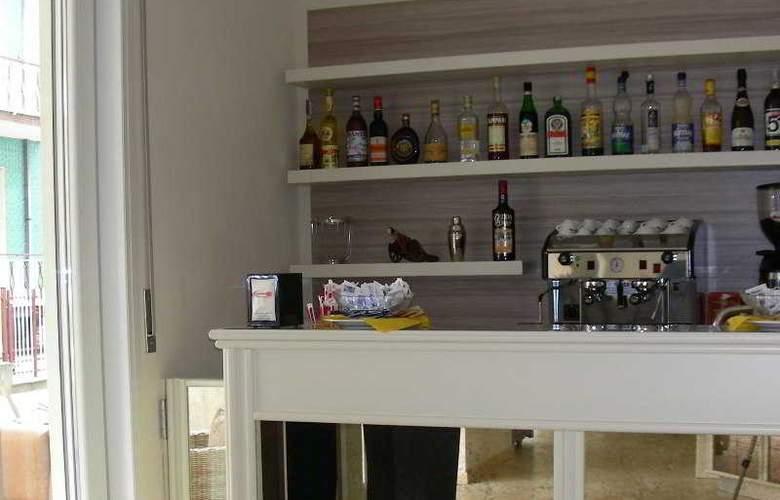 Miriam - Bar - 3