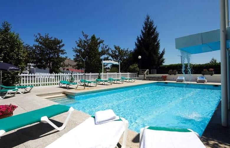 Compostela Inn - Pool - 8
