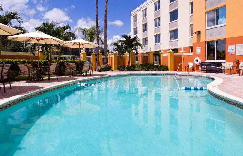 Holiday Inn Express West Doral Miami Airport - Pool - 34