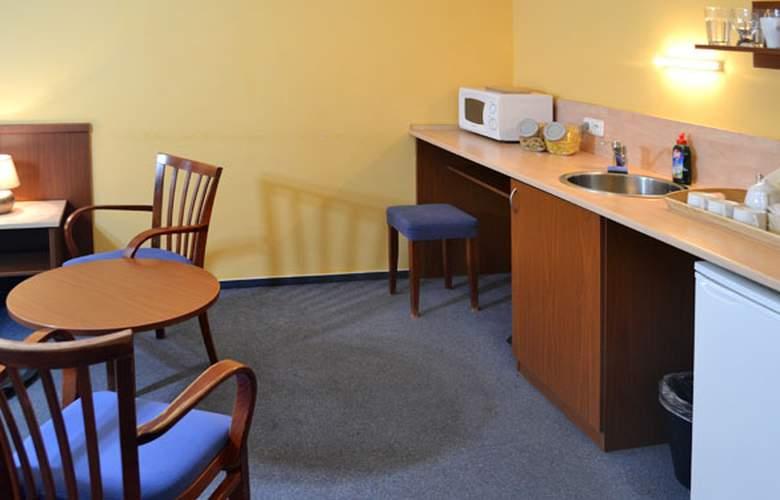 Aparthotel Austria Suites - Room - 6