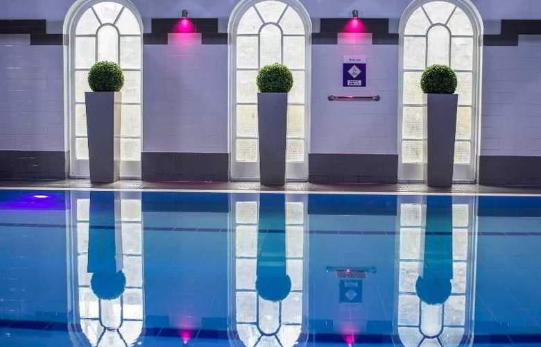 Mercure Southgate - Pool - 46