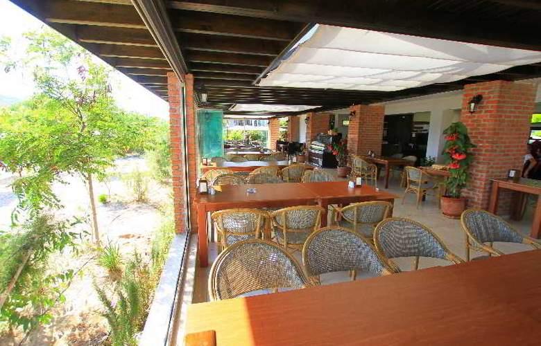 Palm Bay Beach Hotel - Terrace - 4