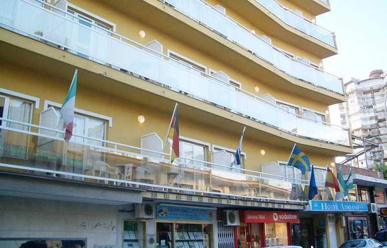 Elegance Adriano - Hotel - 8